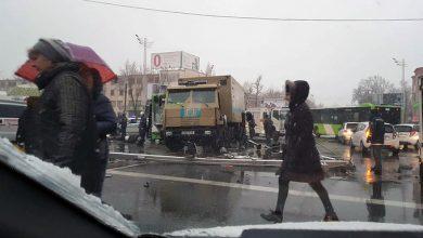 Photo of Автобус протаранил инкассаторский грузовик в Ташкенте