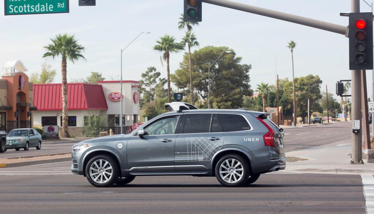 Cамоуправляемый автомобиль Uber в Аризоне.