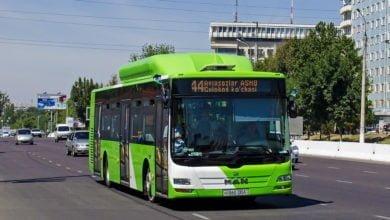 Photo of Пассажирам автобусов бесплатно раздают воду
