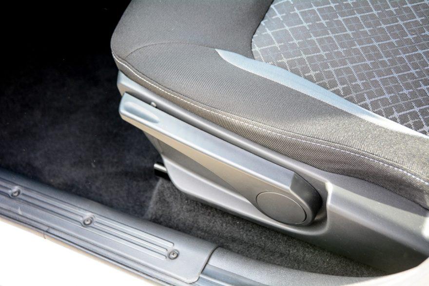 Новые сиденья регулируются по высоте (в топовых комплектациях)