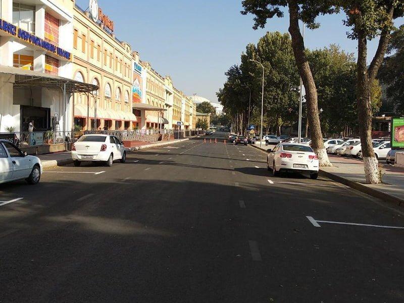 Парковка возле торгового центра Пойтахт, Демира и Капиталбанка в Ташкенте