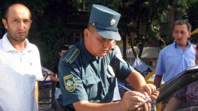 ГАИ Узбекистан инспектор оформляет протокол и забирает права у нарушителя