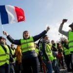Во Франции бензин подорожает на 2,9%: сотни тысяч водителей вышли протестовать