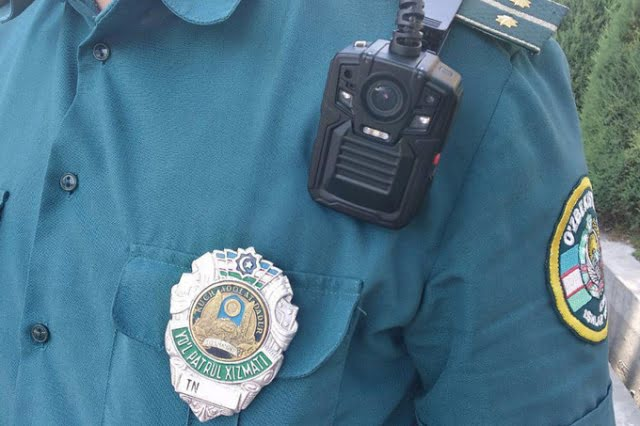 Мобильная видеокамера инспектор ГАИ в Ташкенте - боди-камера у инспектора ДПС в Узбекистане
