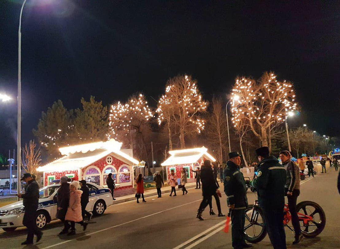 сотрудники милиции Узбекистана на праздничных гуляньях в Ташкенте на новый год