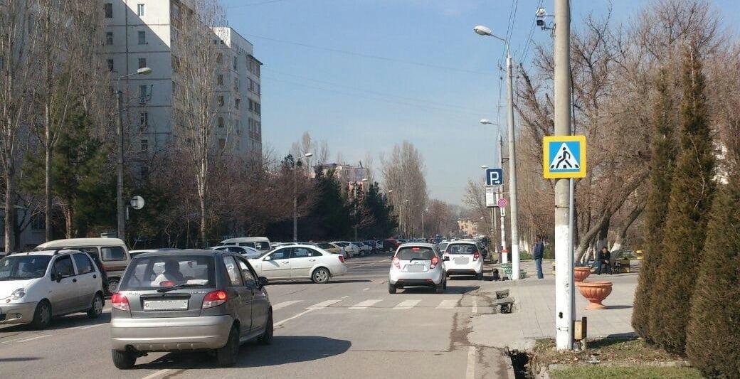 Водитель на Матизе сбил пятилетнюю девочку и ее маму на пешеходном переходе