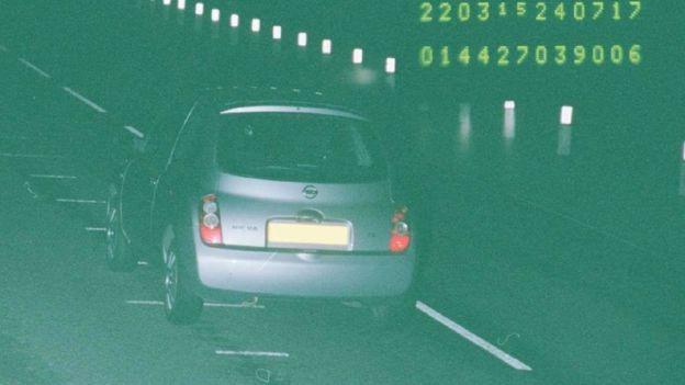 автомобиль Фионы Онасанья во время превышения скорости
