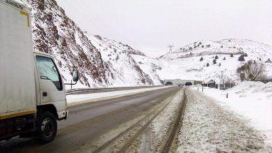 Дорога на перевале Камчик - снег на перевале по трассе Ташкент-Ош