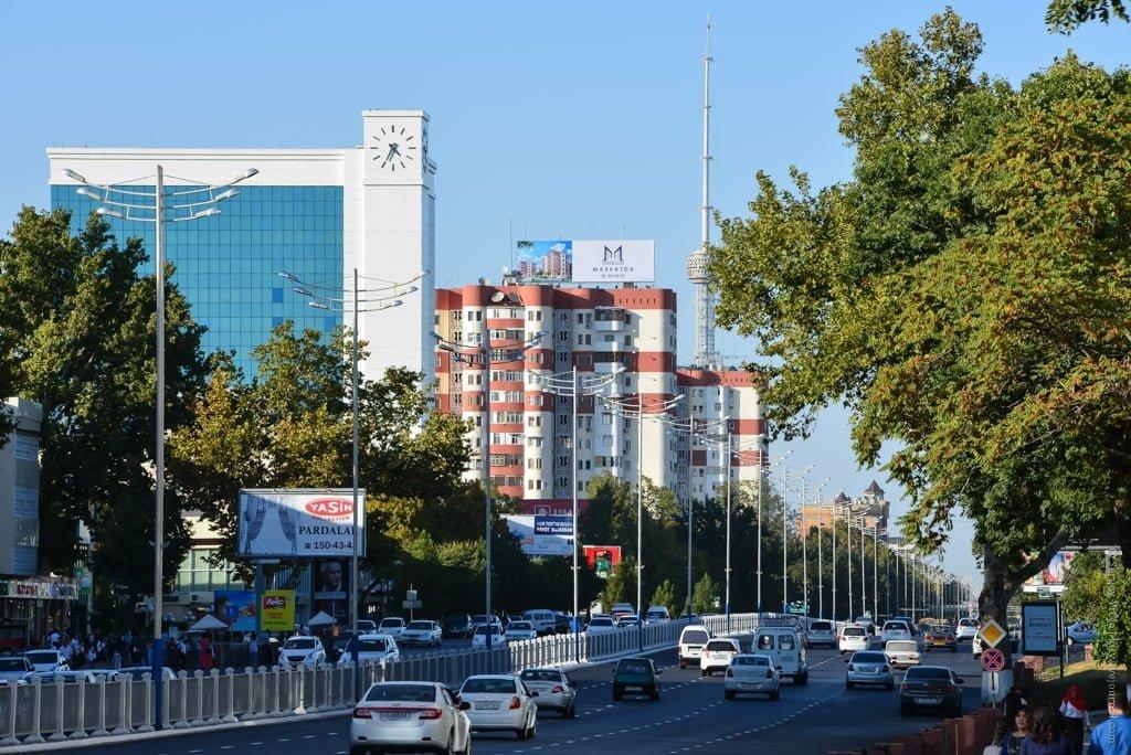 Проспект Амира Тимура возле Алайского рынка в Ташкенте, Узбекистан