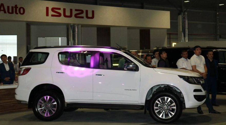 Показ Chevrolet TrailBlazer в автосалоне GM Uzbekistan