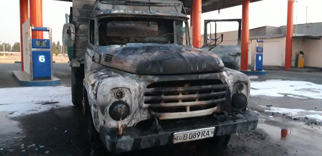 В Ташкенте на газовой заправке сгорел грузовик