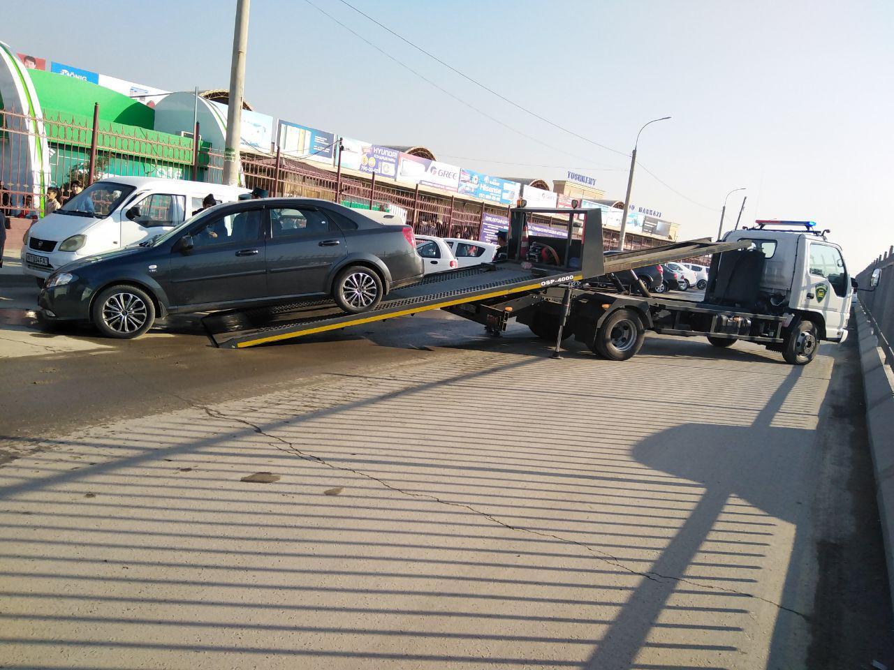ГАИ эвакуирует неправильно припаркованные автомобили возле ташкентских рынков - 1