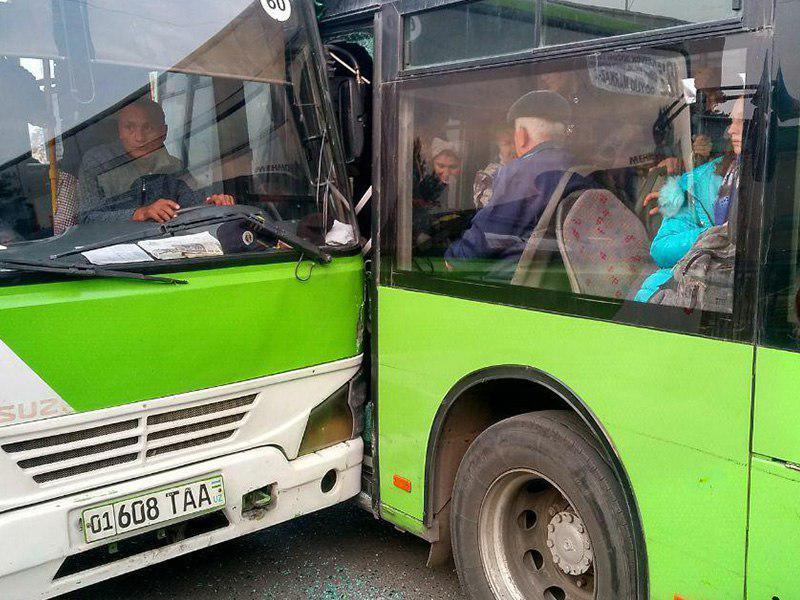 Два автобуса толкнулись в Сергели