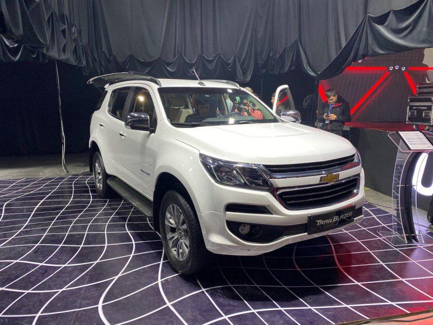 Сегодня прошла презентация четырех новых моделей внедорожников люкс-класса, которые будут собираться на заводе UzAuto Motors (GM Uzbekistan) (на самом деле это будет SKD сборка, машины будут поставляться с заводов GM в Юго-Восточной Азии и США): огромный внедорожник люкс-класса Chevrolet Tahoe, кроссовер Equinox, и два полноразмерных внедорожника — Trailblazer и Traverse.