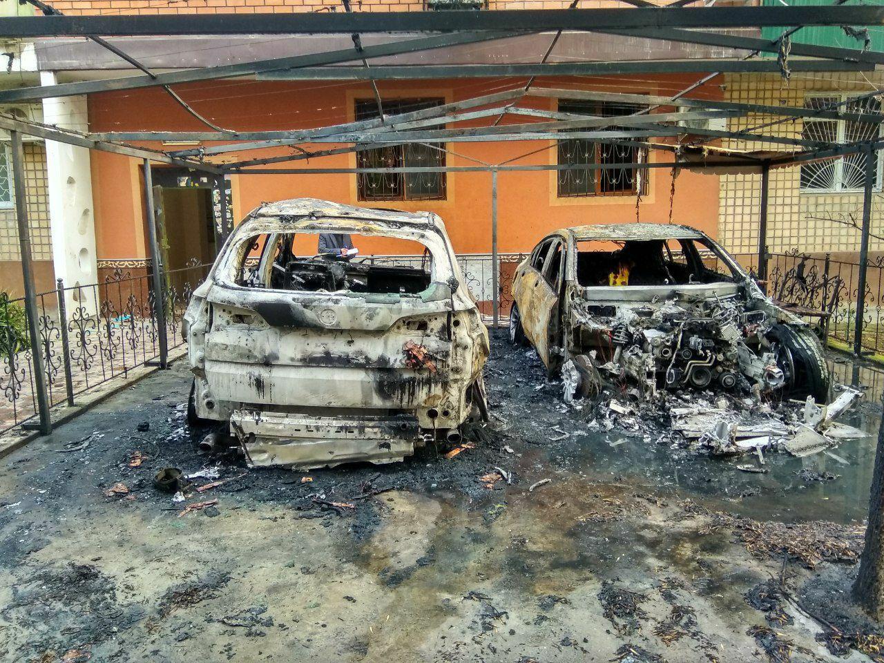 BMW X5 и Mercedes-Benz GLC сгорели в Ташкенте 8 марта