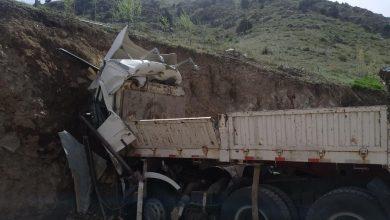 Photo of В Ферганской долине грузовик врезался в гору. Водитель погиб