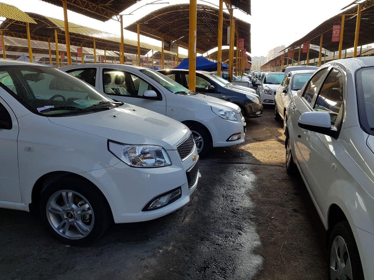 Автомобили на рынке Сергели авто базар в Ташкенте