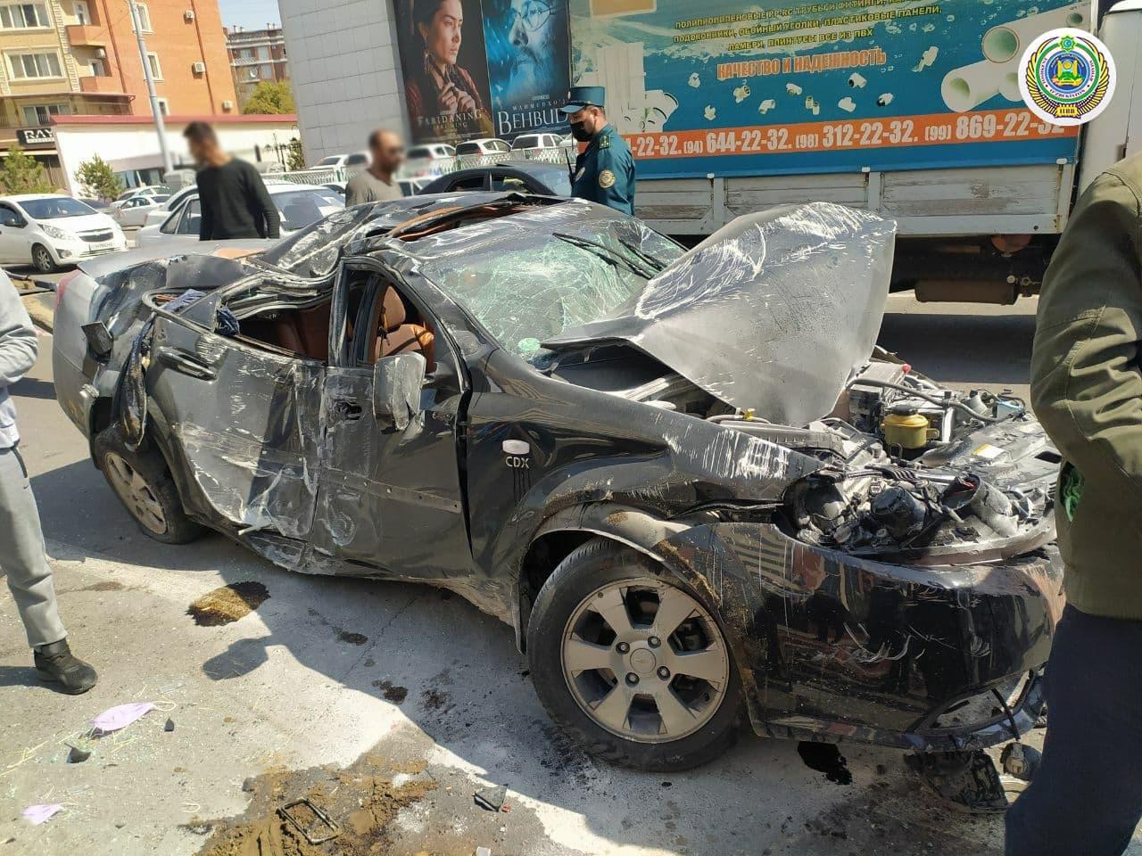 3 автомобиля и автобус столкнулись в Ташкенте