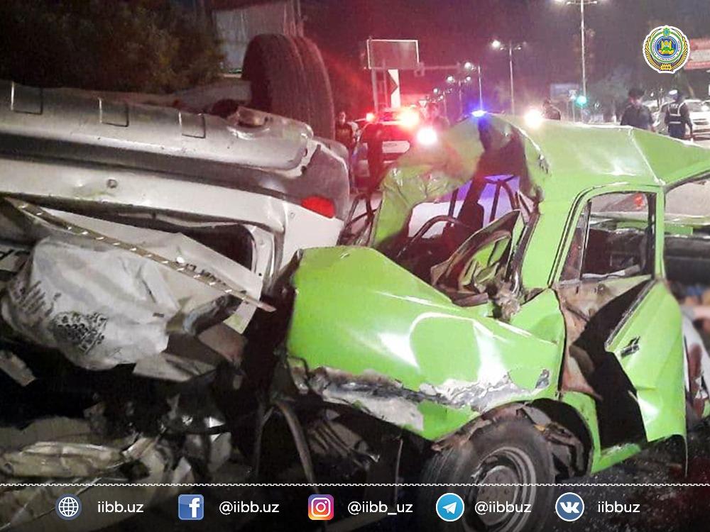 В Мирзо-Улугбекском районе Ташкента водитель Captiva столкнулся с Nexia, а затем въехал в припаркованный «Москвич». В результате погиб один человек, четверо пострадали.