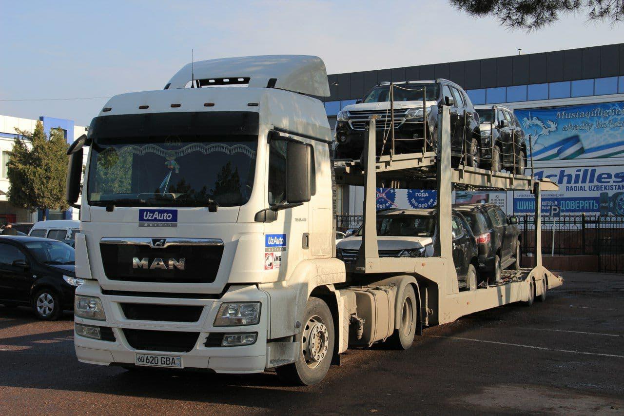 Трейлер с автомобилями UzAuto Motors (GM Uzbekistan)