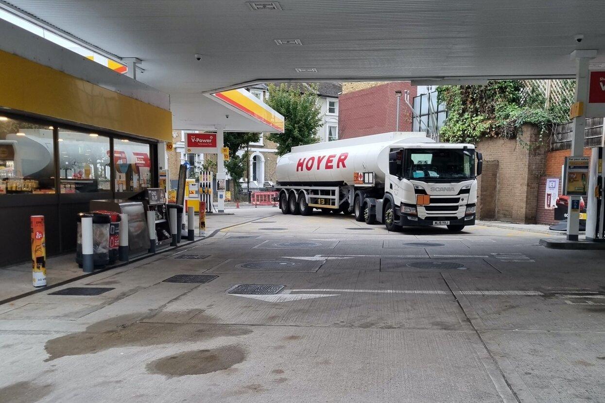 Водители приняли бетономешалку за бензовоз из-за дефицита бензина на заправках